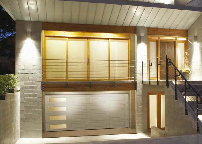 Porte de garage ultra-moderne blanche
