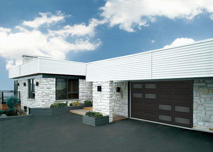 Porte de garage moderne avec fenêtre